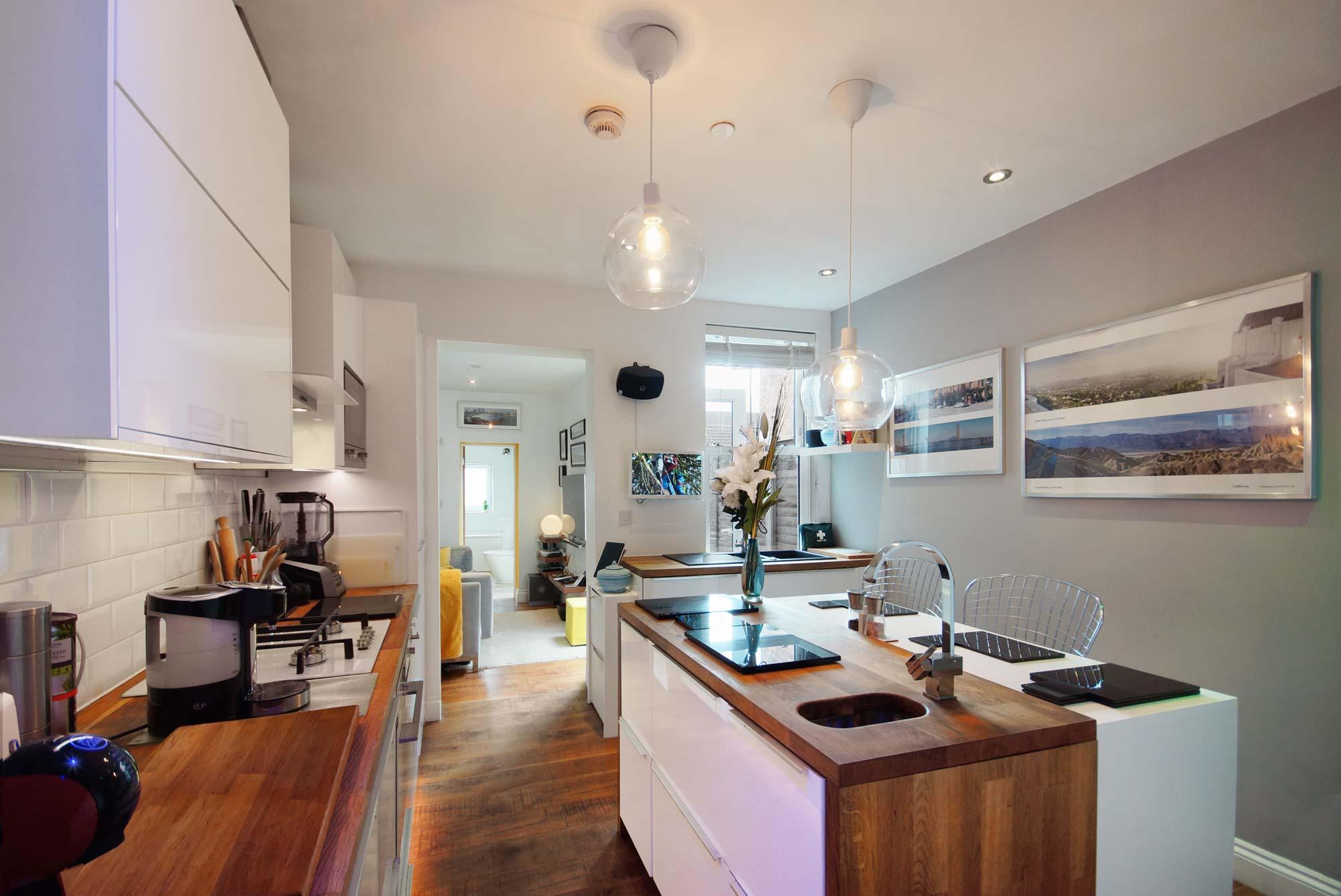 London Theatre Digs kitchen island